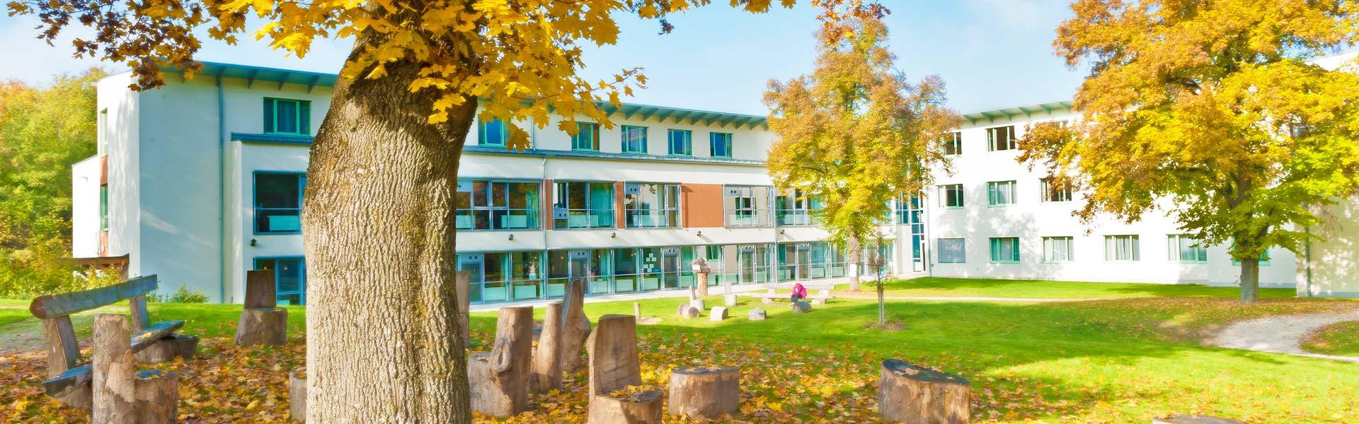 Gartenanlage PSZE im Herbst - © Reinhard Podolsky/mediadesign