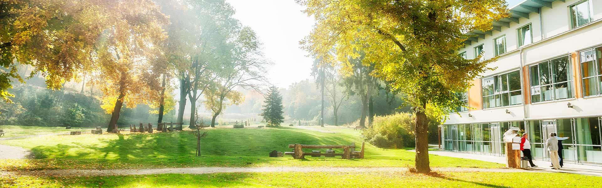 Gartenanlage im Herbst - © Reinhard Podolsky/mediadesign